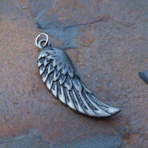 křídlo s vykreslenými peříčky