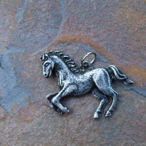 koník, drobný přívěsek